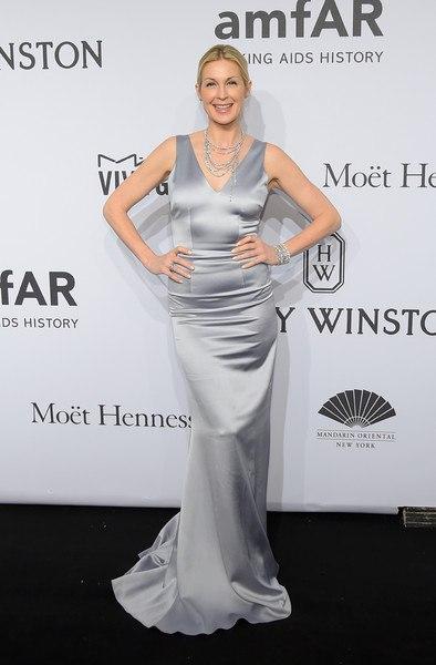 Келли Разерфорд amfAR-2015 в Нью-Йорке серебряное платье в пол