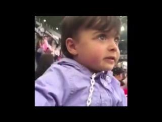 Двухлетняя девочка поёт гимн Ювентуса