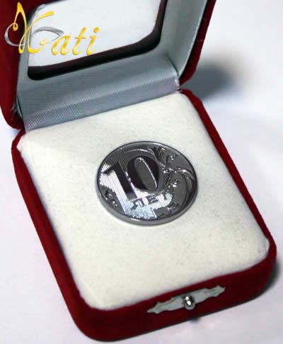 Сувенирная серебряная монета 10 лет