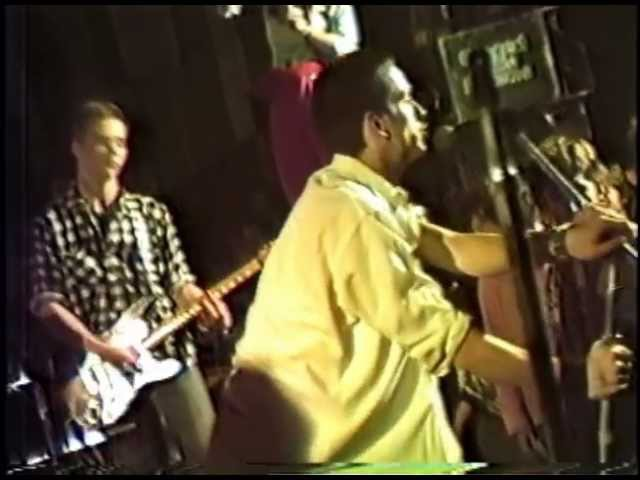 4 skins- Jello Biafra on drums 1979 - Dead Kennedys.mov