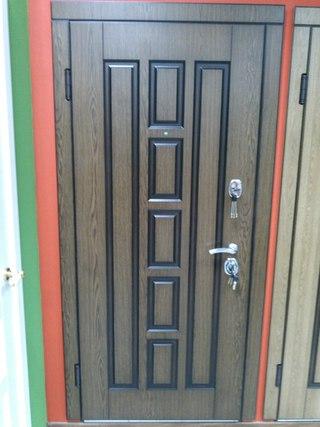 установка входной двери в видном
