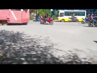 Трамвай и мотоциклисты