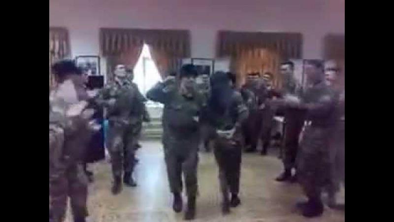 Узбеки танцы-шманцы-обжиманцы на армии