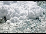 26.04.2015 Лавины вновь сошли на Эвересте после повторного землетрясения в Непале