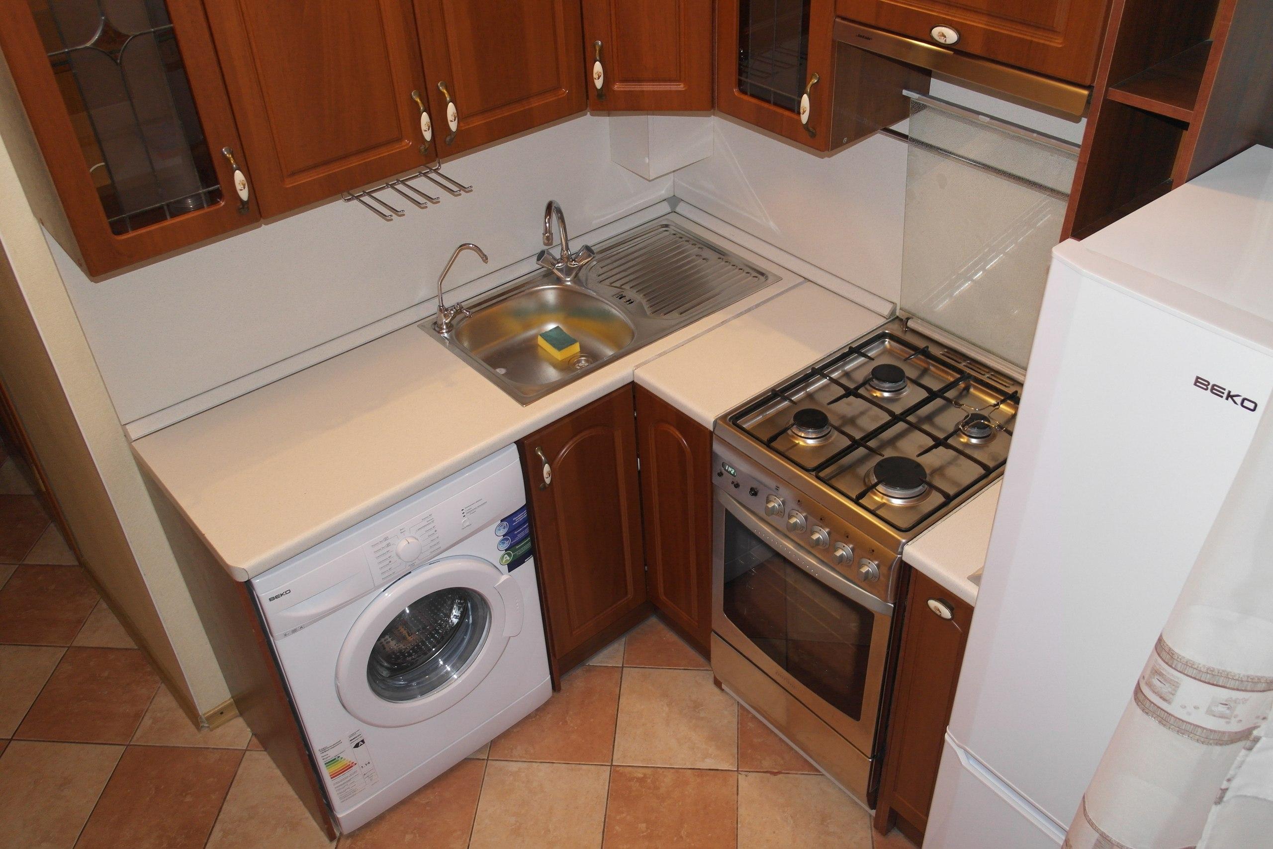 Дизайн маленькой кухни со стиральной машиной