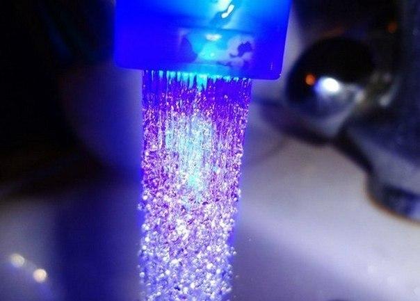 Продажа светодиодных насадок на кран и душ с подсветкой воды
