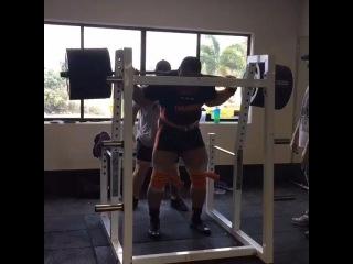 """I Love Powerlifting on Instagram: """"Odell Manuel приседает в бинтах 420 кг"""""""