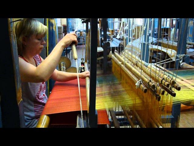 Процесс ткачества слингов шарфов Харма