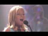 у маленькой девочки самый сильный оперный голос в мире! просто шок, как она поет!