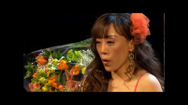 Strenght and talent of Asian character: As Ms. Jo performed, her father was being buried in Korea. Still she went on to perform. Sumi Jo - Franz Schubert - Ave Maria - Paris, 2006