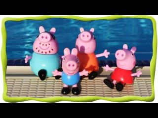 В аквапарке Эмилюша, свинка Пеппа и ее семья, Купание в бассейне, катание с горок