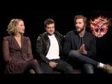 Дженнифер, Джош и Лиам говорят о Сойке-Пересмешнице, Лорд и собаке Джен.