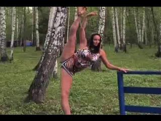 Волочкова показала нескромный шпагат среди березок Размер: 2.46 Mб Код для вставки в блог Опубликовать Балерина и св