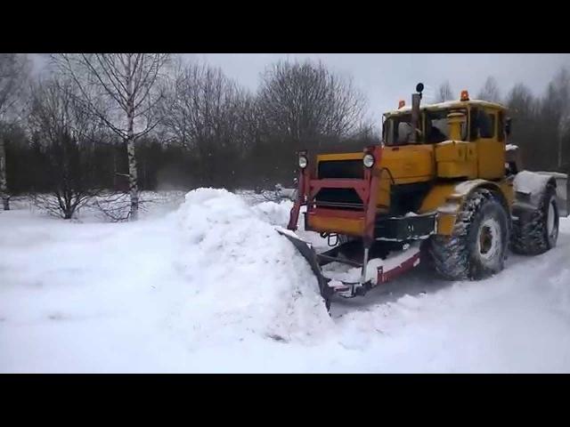 Кировец К-701 чистим дорогу от снега