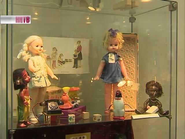 Куклы, в которые играли наши бабушки, представлены на выставке Дочки-матери в зале Покровка 8