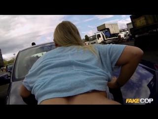 Полицейский трахает наркодилера