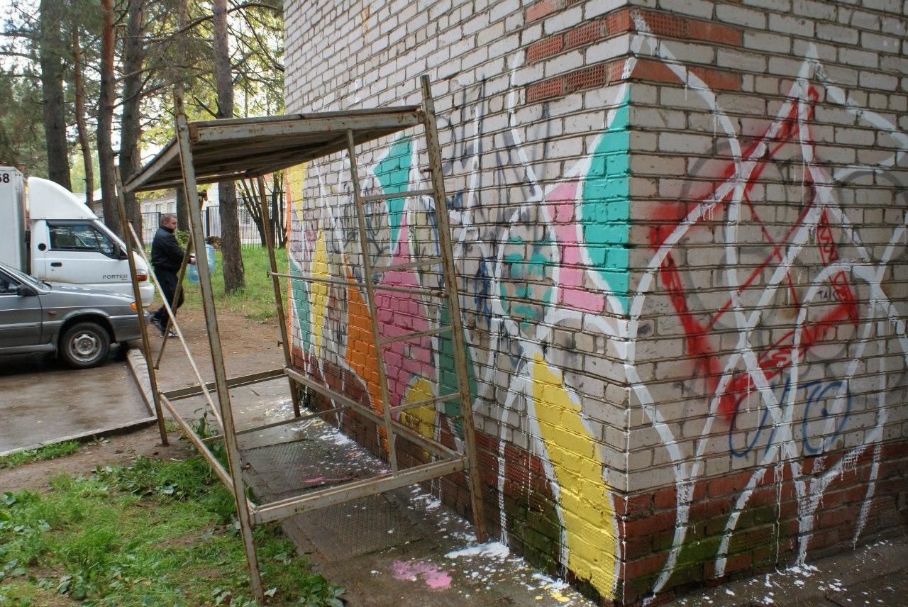 РЭБовский родник, рисунки на стенах