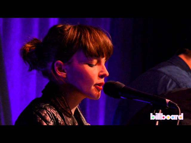 Chvrches cover Janelle Monáe's Tightrope Live at Billboard Women In Music 2013