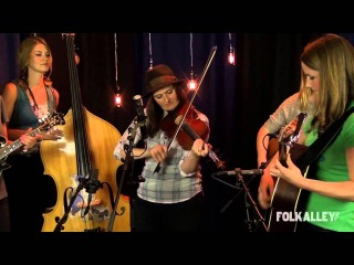 Folk Alley Sessions: Della Mae