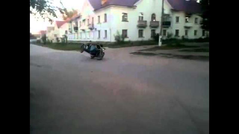 Неудачный трюк на мотоцикле