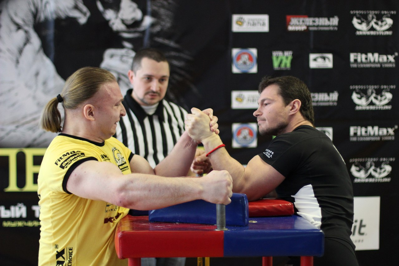 Roman Sedykh vs. Leonid Ekimov, 90 kg, LEFTY 2015, Armwrestling tournament in Moscow