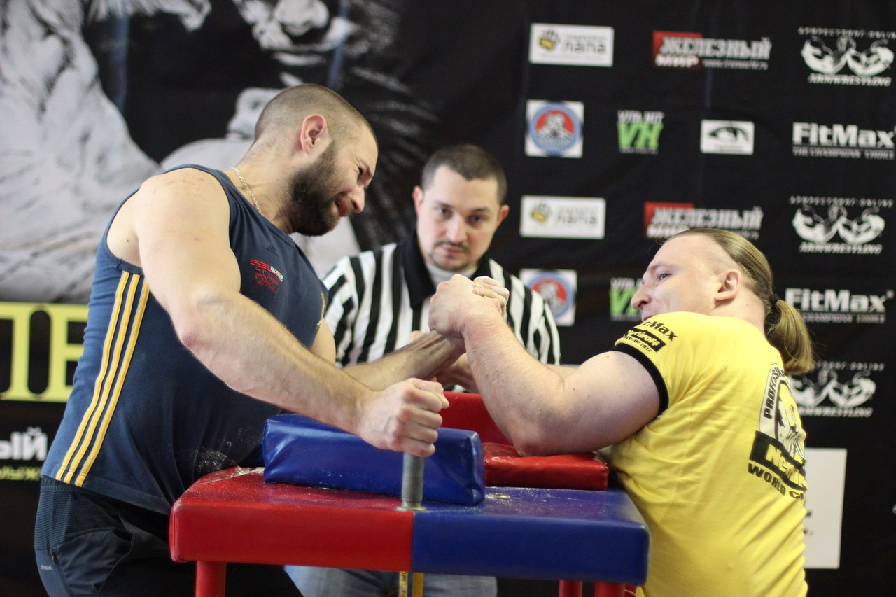Ivan Beritashvili vs. Roman Sedykh, 90 kg, LEFTY 2015, Armwrestling tournament in Moscow