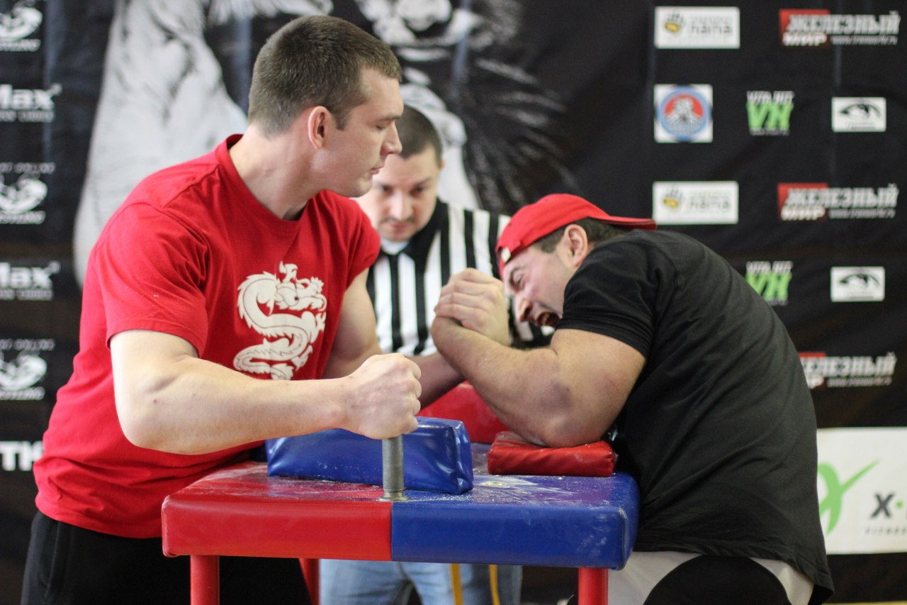 Sergey Tokarev vs. Anton Kudinov, +90 kg, LEFTY 2015, Armwrestling tournament in Moscow