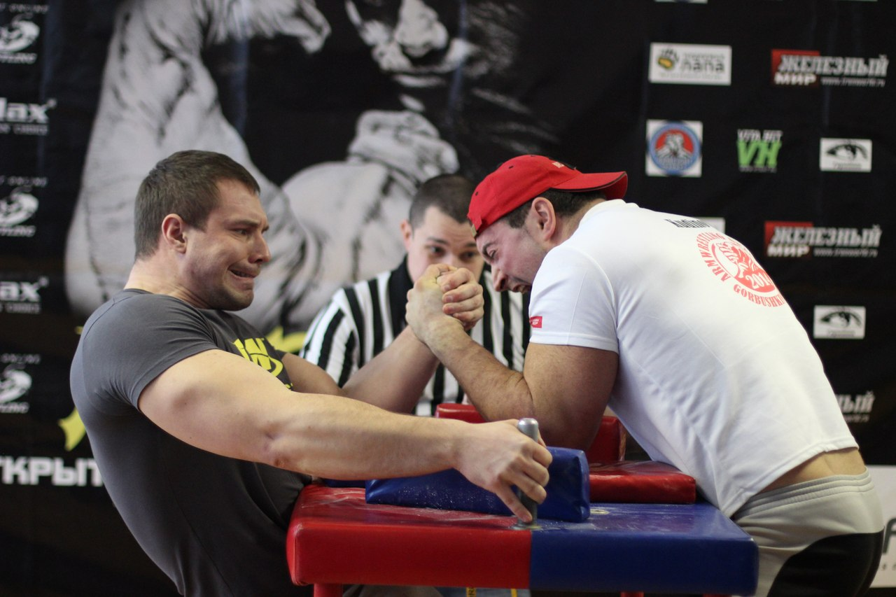 Vladimir Levushkin vs. Anton Kudinov, +90kg final, LEFTY 2015, Armwrestling tournament in Moscow