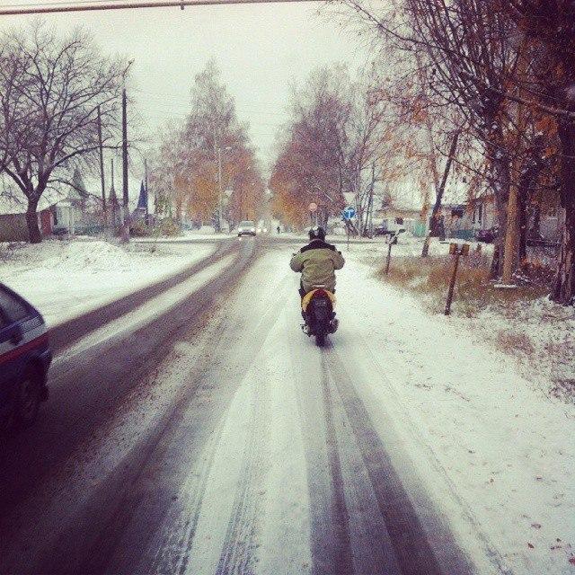 Снегопад мопедам непомеха