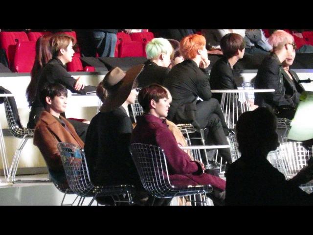 【FANCAM】 SHINee Reaction to Red Velvets Award Speech @MAMA 2015 IN Hong Kong