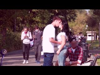 Поцелуй чужой девушки за деньги. Деньги решают всё?