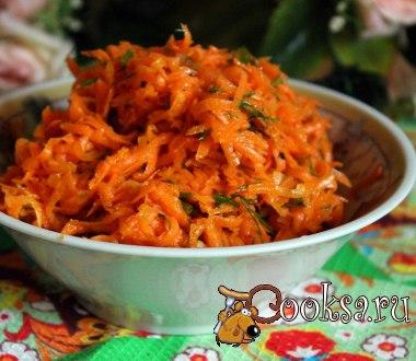 Острый морковный салат #салат #кулинария #праздник #ужин #вкусно #рецепты .Впервые этот салат я попробовала много лет назад в Литве, когда гостила у подруги. Попробуйте и вы приготовить вкусный, ароматный острый морковный салат, который будет отличным дополнением к ужину или обеду, хотя и на праздничном столе, и на пикнике он будет уместен..Готовится он быстро и просто, прекрасно дополняет блюда из мяса и птицы. Морковь — 400 г; Чеснок — 2 зуб.; Укроп — 0,5 пуч.; Масло растительное — 3 ст.л.;…