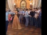 Мужик на заднем плане😂 Чеченская свадьба прикол 2015