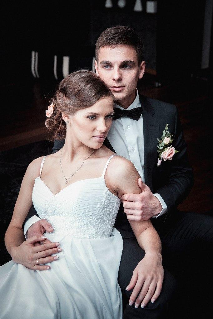 жених и невеста в мечтах о счастливой жизни