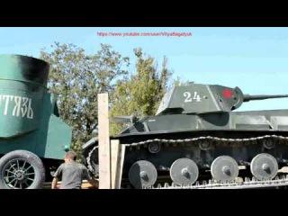 Очень старинные танки загружены и едут на родину