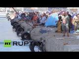 Греция: Лесбос беженцев очереди за билетами Пирее, спать в палатках на Митилини порт.