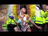 Великобритания: Тысячи танцевал по улицам на последний день карнавала Ноттинг-Хилл, более 100 арестованы.
