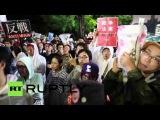 Япония: Анти-военные протестующие драка с полицией Токио.