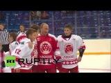 Россия: Путин наносит ответный удар в ворота дважды в матче с хоккейной российских легенд.