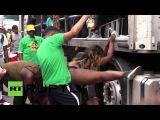 Великобритания: Гуляки праздновал карнавал Ноттинг Хилл в Лондоне, в течение 30 арестованы.