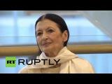 Россия: Итальянская балерина Карла Фраччи посещает открытие выставки в Москве.