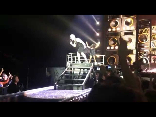 [Minsk 15.04.2015] Robbie Williams - We Willl Rock You No Regrets
