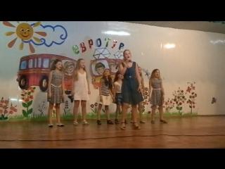 Альбина Полякова исполнила песню о судьбах детей-сирот.