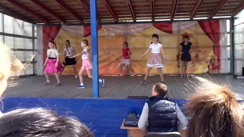 Первое выступление Викусёны на БОЛЬШООООЙ сцене Праздник посвященный Дню защиты детей