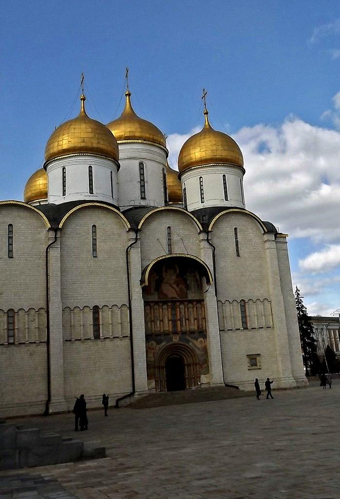 Общий вид Успенского собора со стороны Соборной площади. Источник фото: Н. Андреев, 2014.
