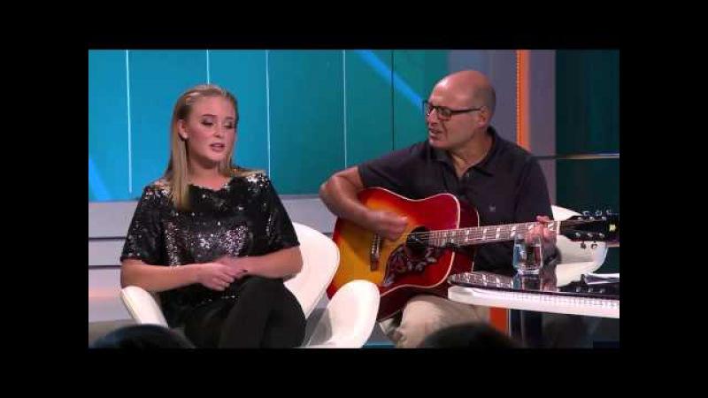 Här pratar Zara Larsson om sin kärlek till Instagram sjunger med sin lärare i Hellenius Hörna