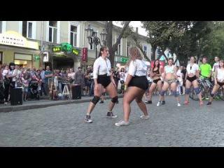 Как танцуют тверк в Украине
