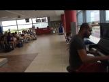 Пианист в аэропорту играет К Элизе 12 разными стилями и музы