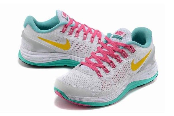 brand new c26b5 16762 Der obere (oberer Teil) dieses Nike LunarGlide 4 Schuh ist phänomenal. Es  ist super weich, nahtfrei und leicht. Unter dem Fuß ist eine ganze Reihe  von Nike ...