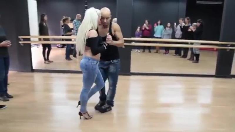 Acesta este dansul care te va da pe spate in 2014-1